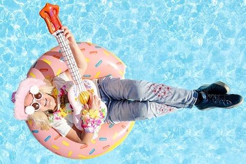 fotobox-splashbox-frau-mit-gitarre
